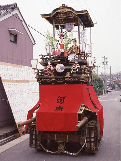 比良祭りの山車行事と湯取神子車