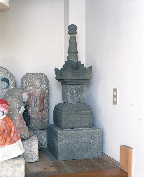 宗円寺宝篋印塔
